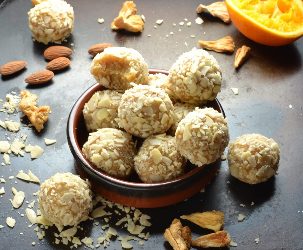 4-Ingredient Protein Balls with Quinoa and Pineapple