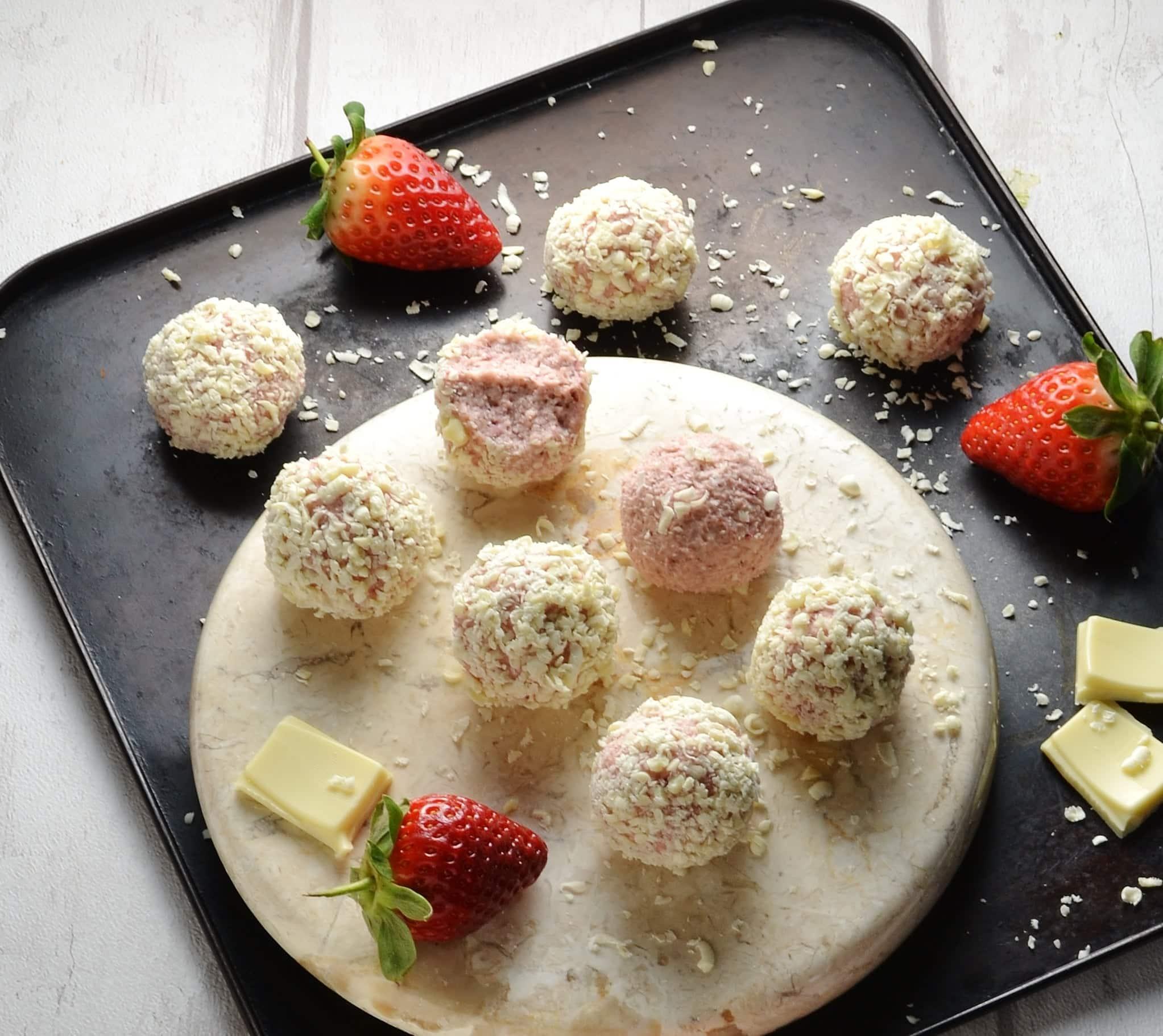 Healthy Strawberry Cheesecake Bites with White Chocolate